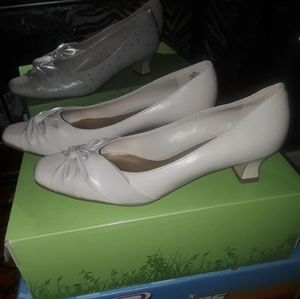 East 5th Light Cream Heels Size 8s